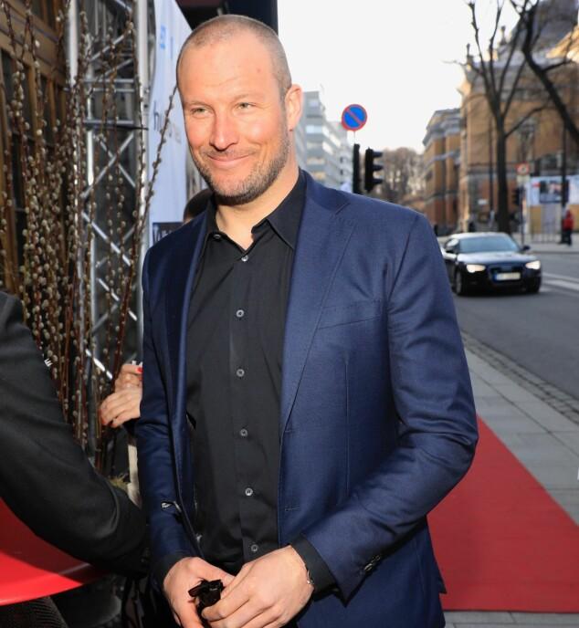 I BLÅTT: Aksel Lund Svindal stilte i blå dress til kveldens fest. Foto: Tor Lindseth / Se og Hør