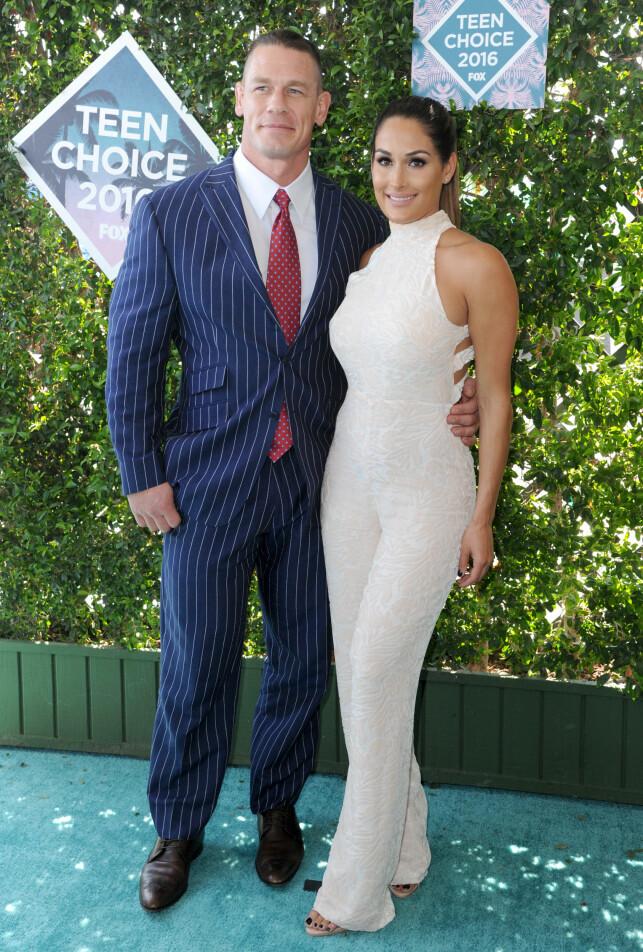 STJERNEPAR: Wrestling-paret bestående av John Cena og Nikki Bella er et av verdens mest omtalte, men nå går de hver til sitt. Det bekrefter Bella i en uttalelse. Foto: NTB scanpix