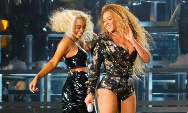 SØSTRE: Beyoncé fikk dansehjelp av artistsøstera Solange under årets Coachella-opptreden. I 2014 var det Beyoncé som dukket opp og danset under Solanges konsert på samme festival. Foto: NTB Scanpix