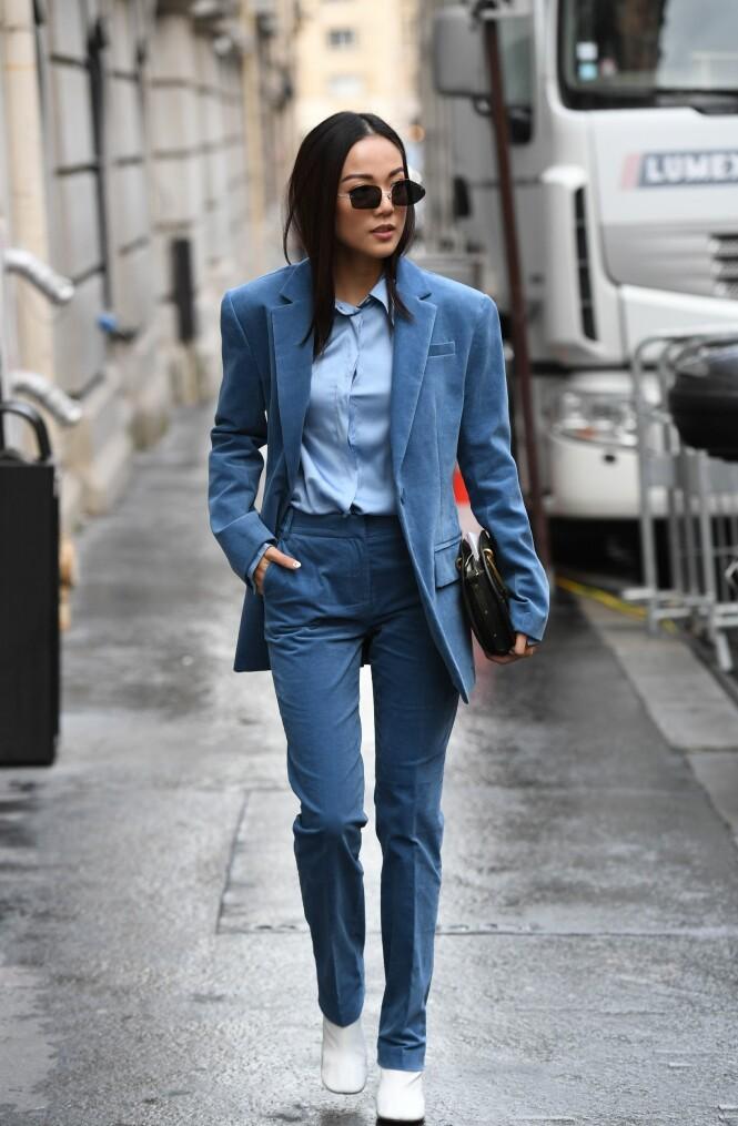 DRESSEN: Se så fint det er med en blå skjorte til den blå dressen! Foto: Scanpix