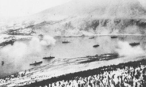LUFT, HAV OG LAND: Store styrker slåss mot hverandre i Narvik. Foto: NTB Scanpix
