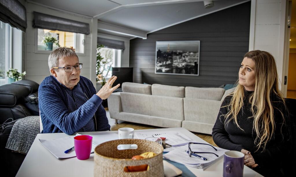 SVARER: Psykolog Lars Broch er veileder og Birthe Augestad Nilsen er leder for Vestlundveien ungdomssenter i Fyllingsdalen i Bergen. Foto: Jørn H. Moen