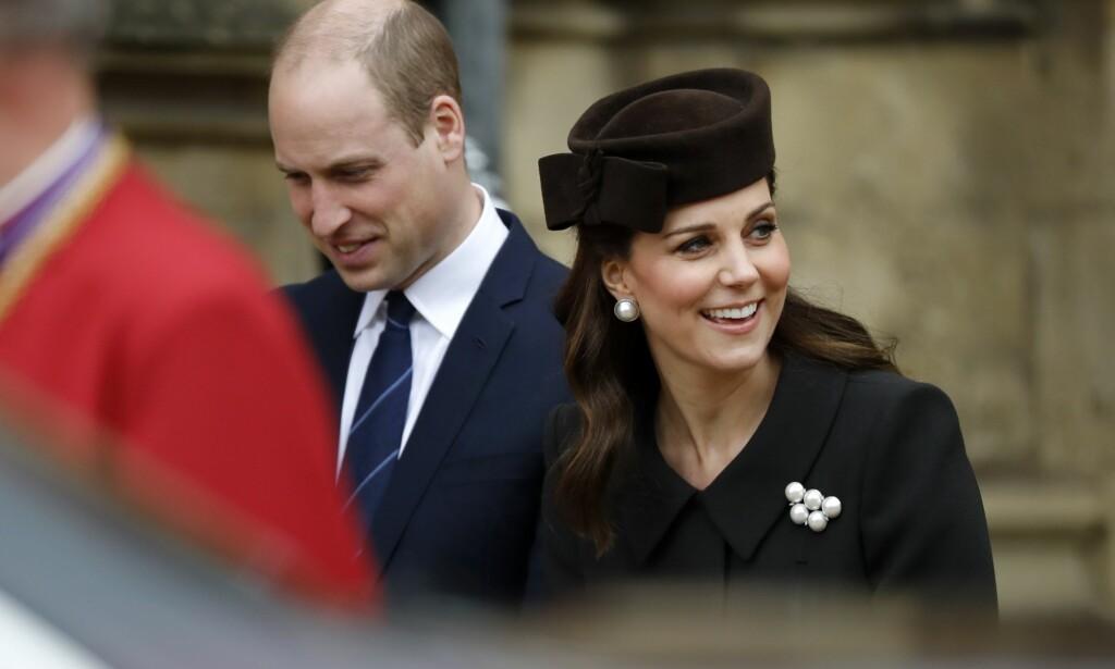 INGEN KJÆRE MOR: Det britiske hertugparet lot på ingen måte toppløsbildene av hertuginnen passere uten konsekvenser. Foto: AFP / NTB Scanpix