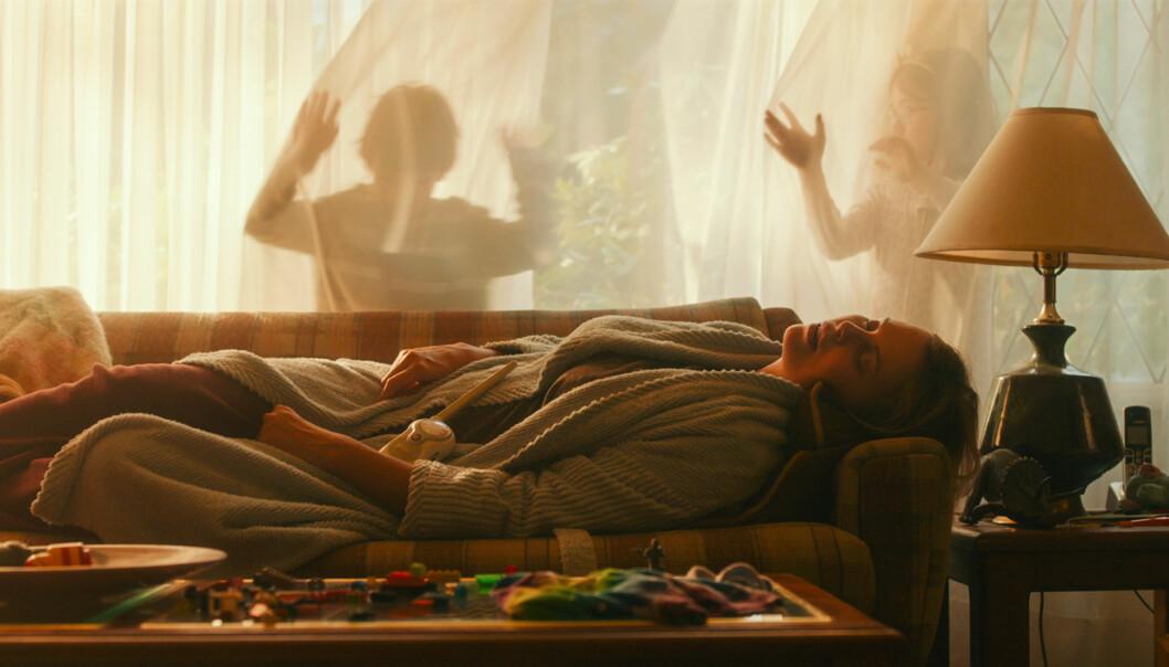 PÅ KINO: Her i en filmscene i dramakomedien Tully. Foto: Norsk Filmdistribusjon/Filmweb