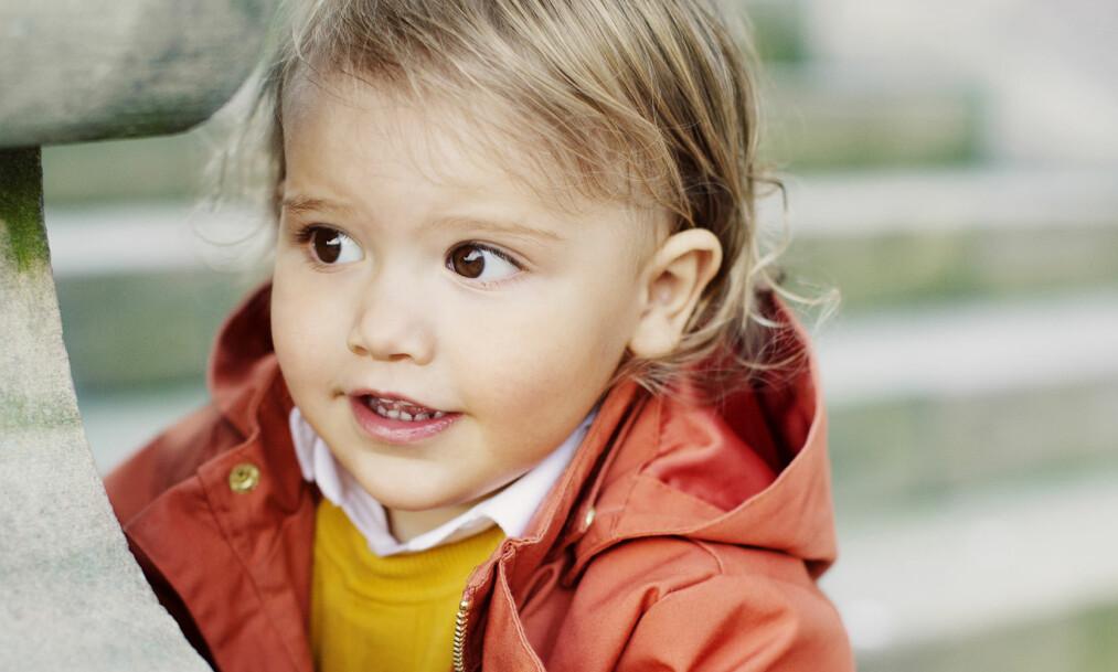 <strong>GRATULERER:</strong> Prins Alexander av Sverige fyller to år torsdag. I den forbindelse har kongehuset i Sverige publisert noen nye bilder av ham, der man tydelig kan se at den unge sjarmøren har blitt større. Foto: Erika Gerdemark / Kungahuset