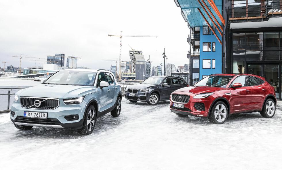 RÅE SMÅTASSER La deg ikke lure av størrelsen. Volvoen fås med 247 hester. Jaguaren med hele 300. BMW nøyer seg med 231 hester i største versjon. Alle foto: Kasper van Wallinga