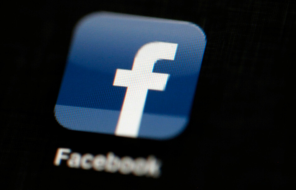 NEDETID FOR FACEBOOK: Både Facebook og Instagram er nede. Foto: Matt Rourke/AP Photo/NTB Scanpix
