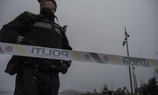 Oslo  20180420. Politiet i Oslo etterforsker en mulig voldtekt etter at en kvinne ble funnet bevisstløs på Langkaia i Bjørvika i Oslo fredag morgen. Foto: Stian Lysberg Solum / NTB scanpix