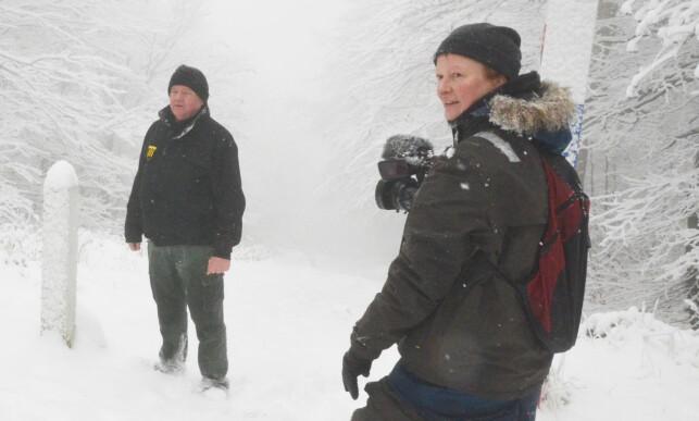 KOLLEGER: Trine Hamran og Frode Berg (t.h.) var kolleger og jobbet blant annet på et filmprosjekt om grensene mellom Slovakia, Ukraina og Polen. Foto: Atle Staalesen / The Independent Barents Observer