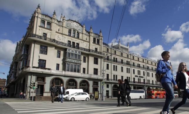 ARRESTERT UTENFOR: Frode Berg ble arrestert utenfor fasjonable Metropol hotel den 5. desember i fjor. Foto: Maxim Shemetov/REUTERS