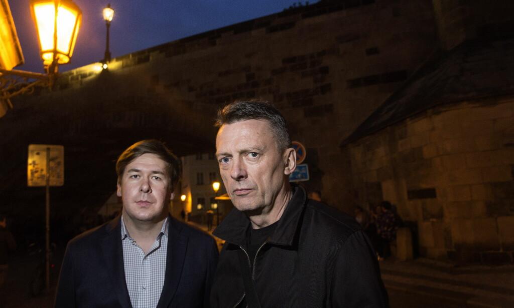 FORSVARERE: Den spionsiktede nordmannen Frode Bergs (62) advokater, Ilja Novikov og Brynjulf Risnes, møttes i Praha for å diskutere den kommende rettssaken. Foto: Henning Lillegård / Dagbladet .