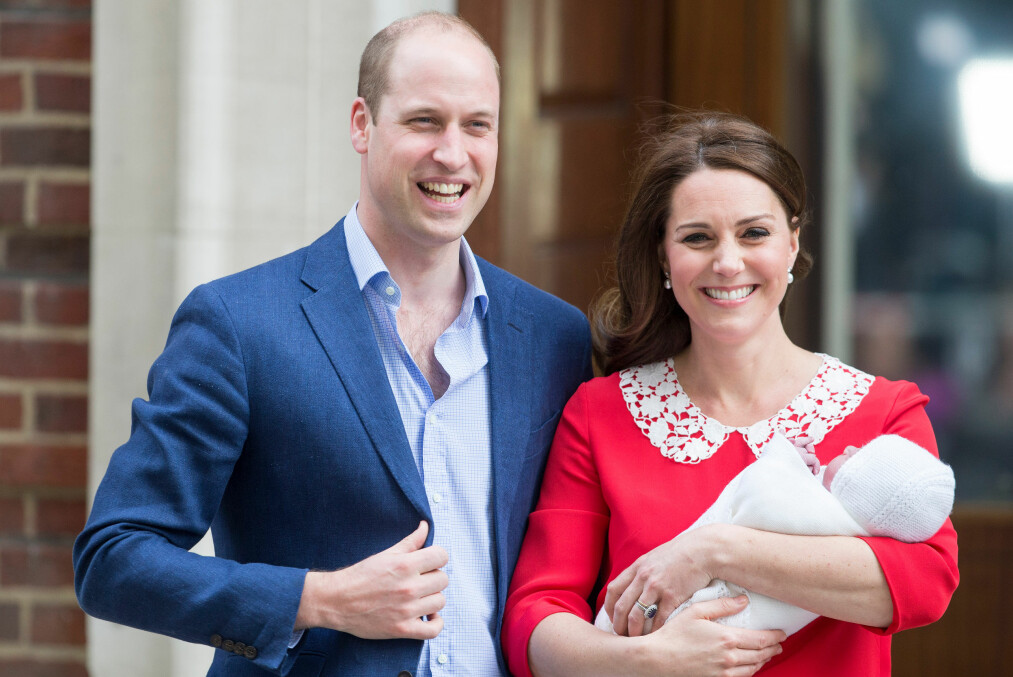 HERTUGINNE KATE FØDSEL: To lykkelige foreldre - prins William og hertuginne Kate - utenfor St. Mary's Hospital bare syv timer etter at den lille prinsen ble født. FOTO: NTB Scanpix