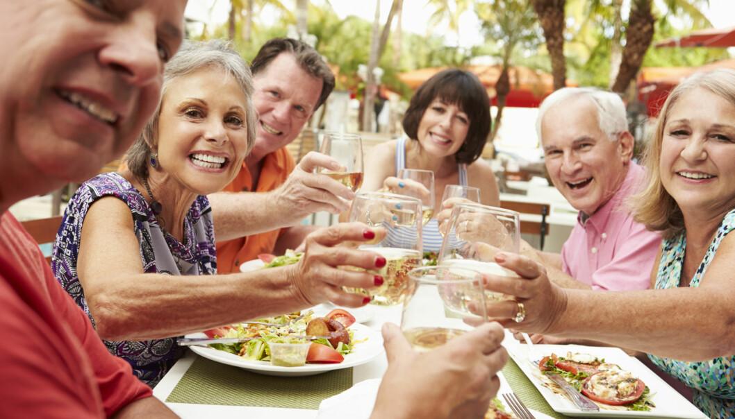 VENNER: Du kan knytte gode vennskap selv og du reiser på ferie alene. Foto: Shutterstock