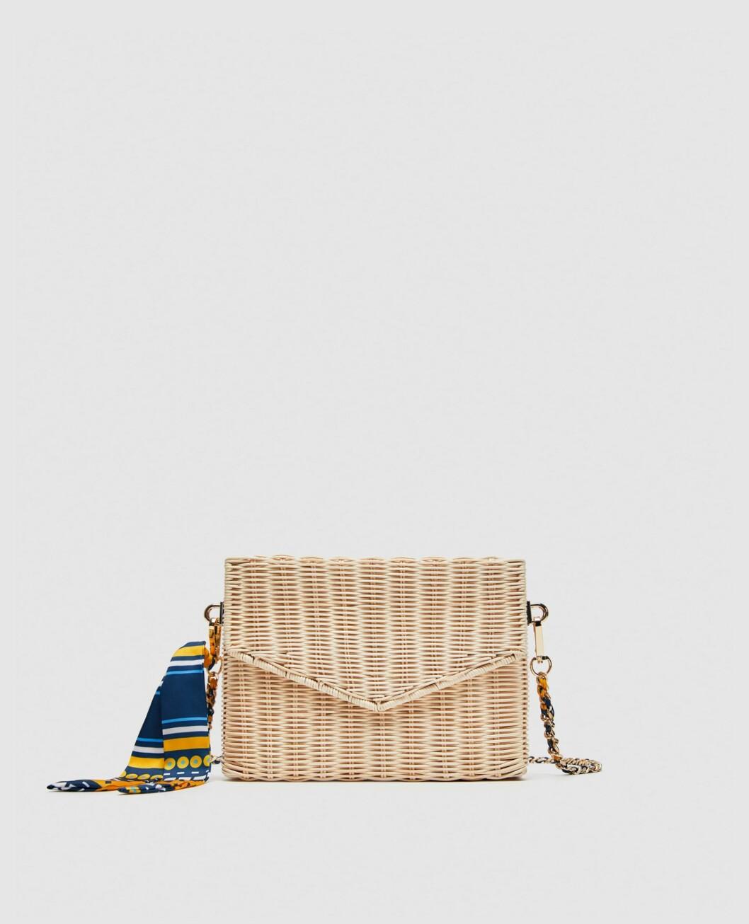 <strong>Veske fra Zara |299,-| https:</strong>//www.zara.com/no/no/skulderveske-i-bast-p13338304.html?v1=6094647&v2=1045002