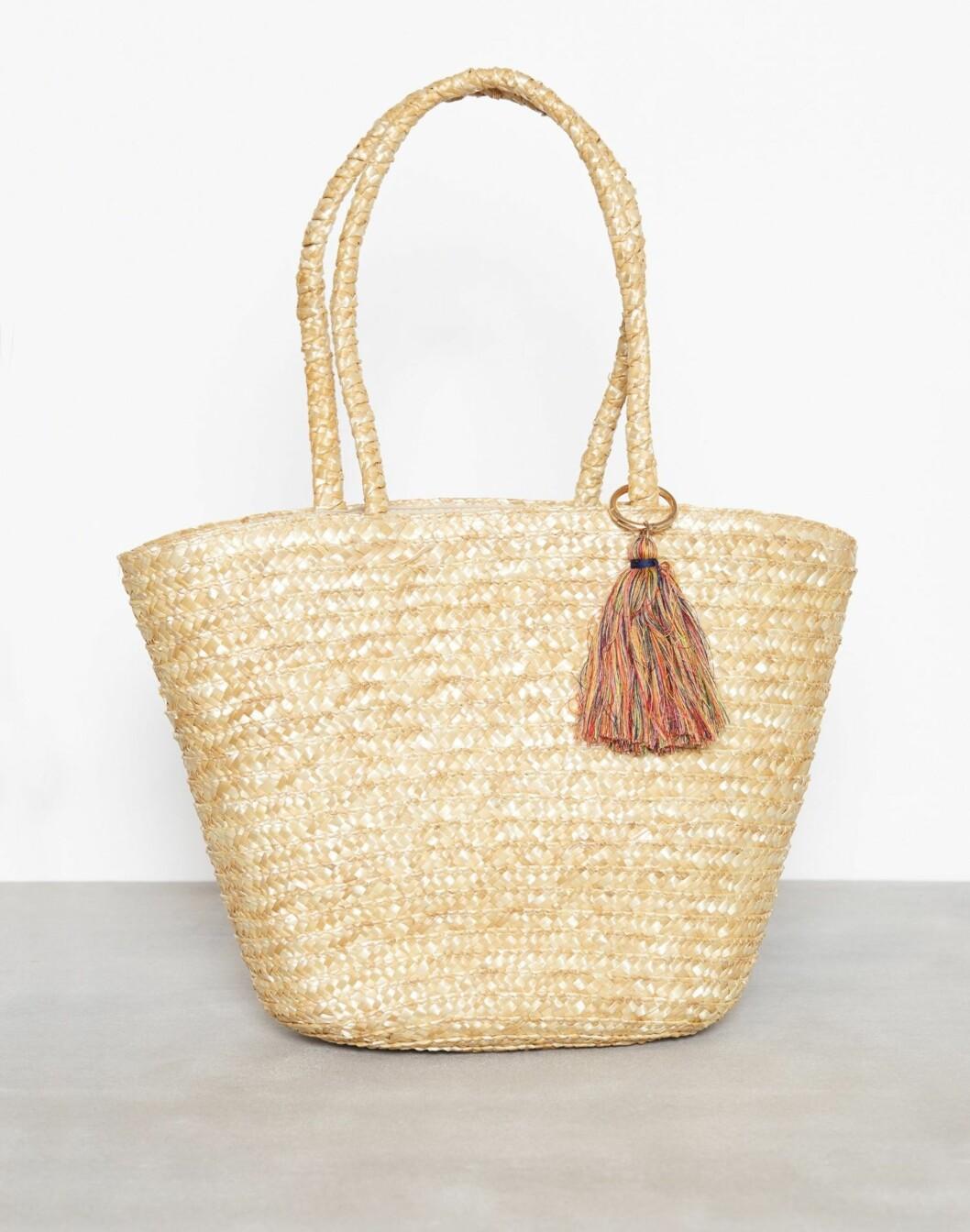 Fra Only via Nelly.com |379,-| https://nelly.com/no/kl%C3%A6r-til-kvinner/tilbeh%C3%B8r/vesker/only-589/onlnif-straw-beach-bag-64650-0119/