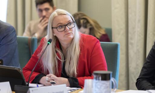 KREVER SVAR: Åslaug Sem-Jacobsen (Sp) ber om svar fra Ola Elvestuen i deponi-saken. Foto: Gorm Kallestad / NTB scanpix