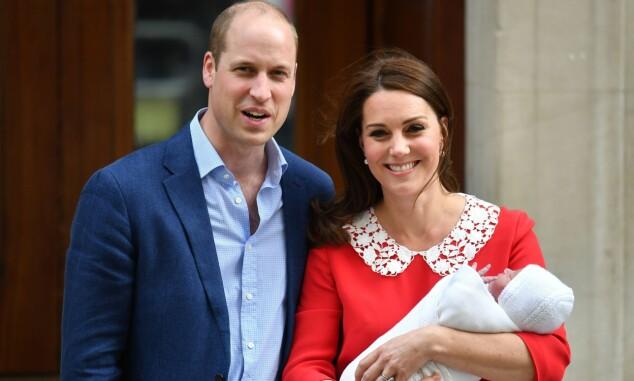 STOLTE: Prins William og hertuginne Kate strålte da de viste frem sønnen. Foto: NTB Scanpix