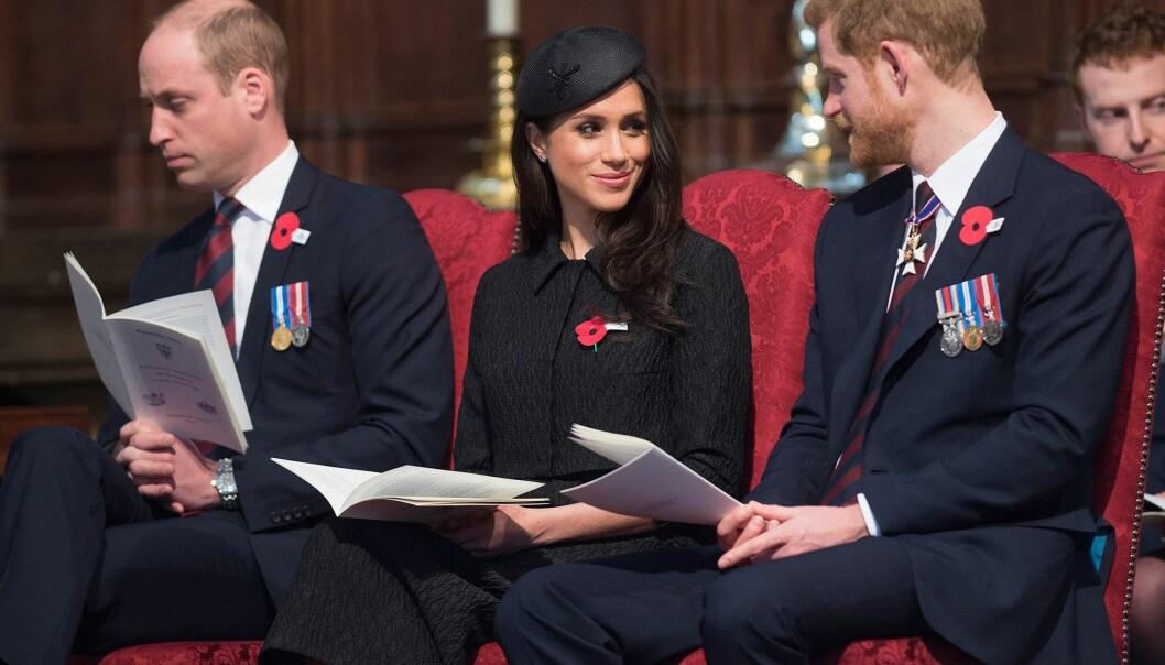 PÅ GUDSTJENESTE: Prins William stilte på gudstjeneste sammen med prins Harry og hans forlovede Meghan Markle da han for første gang snakket om sin nye tilværelse som trebarnsfar. Foto: AFP/ NTB scanpix