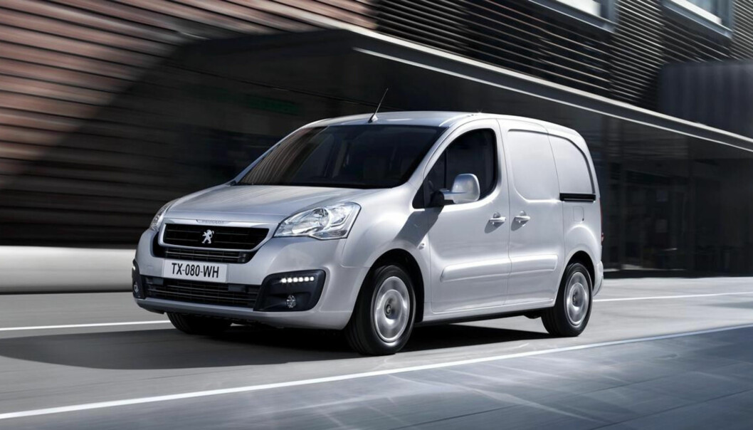 <strong>GRØNT SKIFTE:</strong> Kjøper du for eksempel en Peugeot Partner Electric, gir staten deg til sammen 16.000 for å skrote den gamle bensin-varebilen. Foto: Peugeot