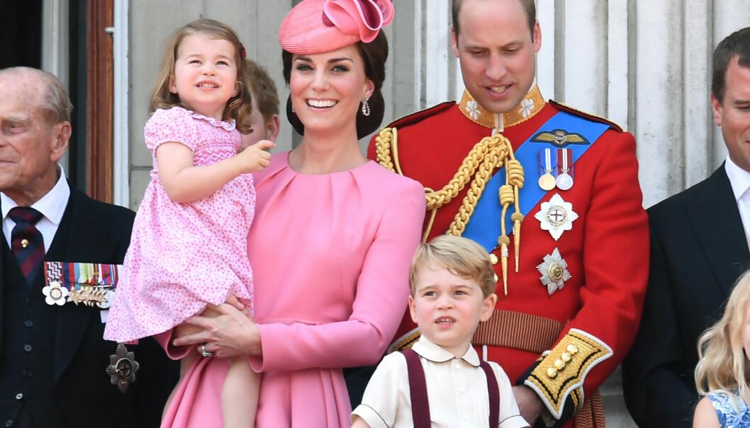 FIRE HAR BLITT FEM: Kate og William har sønnen George og datteren Charlotte fra før. Nå har de utvidet familien med en liten prins til. Foto: Doug Peters / EMPICS Entertainment