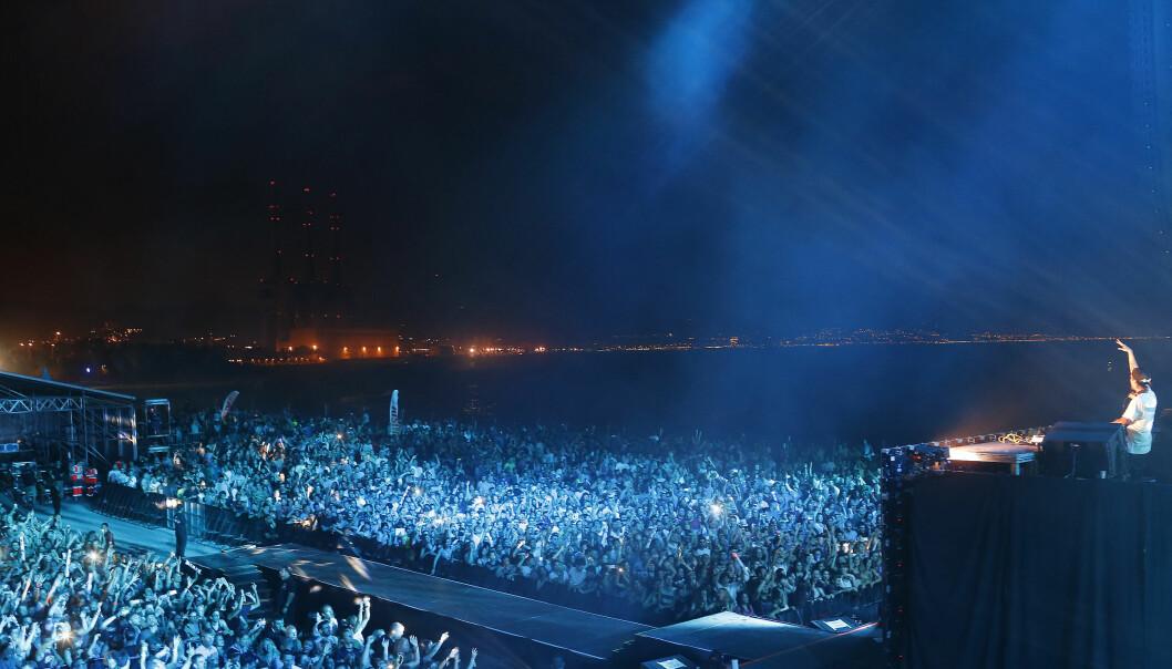 STOR STJERNE: Avicii spilte for tusenvis av mennesker på store konsert- og festivalarenaer verden over, før han sluttet å turnere. Her på Hard Rock Rising-festivalen i Barcelona i juli 2015. Foto: Manuel Vidal/Invision for Hard Rock International/AP/ NTB scanpix