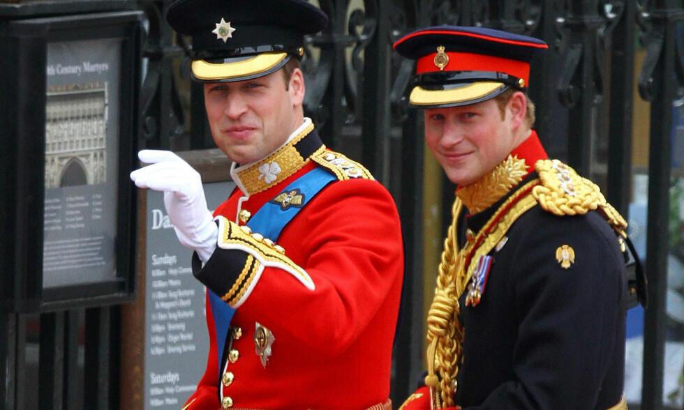 DEN GANG DA: Prins William og forlover prins Harry ankommer Westminster Abbey i forkant av vielsen med Kate Middleton. I dag ble det kjent at prins William gjengjelder gjerningen som forlover når Harry gifter seg med Meghan Markle den 19. mai. Foto: NTB scanpix