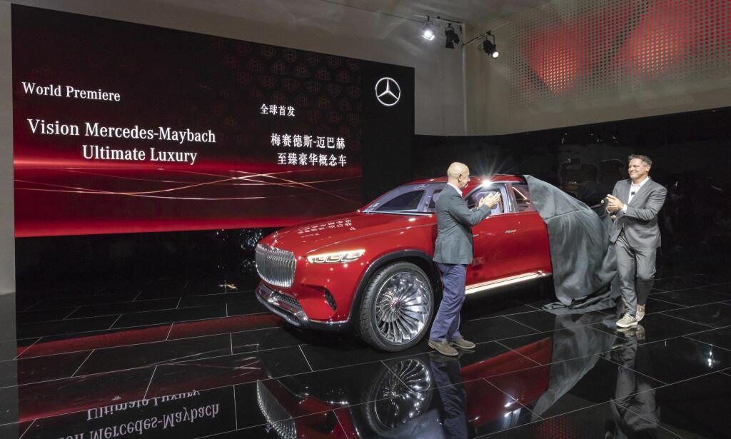 AVDUKET I BEIJING: Her har den nyeste konseptbilen fra Mercedes-Maybach verdenspremiere på Auto China 2018. Foto: Daimler AG