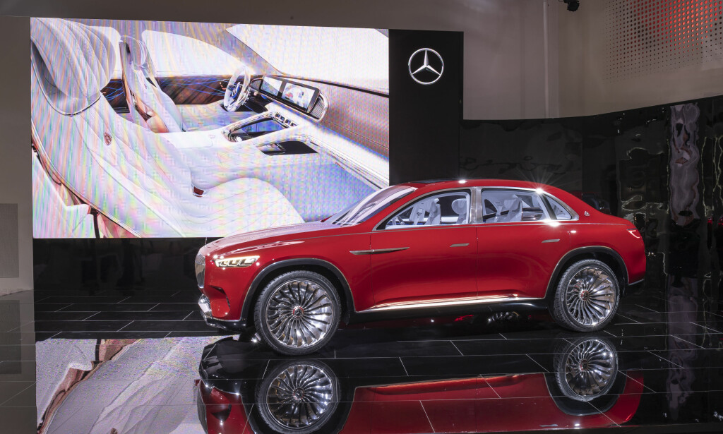 BASTARD: Den er unektelig annerledes, denne visjonen fra Daimler. Og turbinfelgene med 24 tommers diameter setter en ekstra piff på det hele. Det er nesten overraskende at både for- og bakdørene er hengslet i forkant på tradisjonelt vis. Foto: Daimler AG