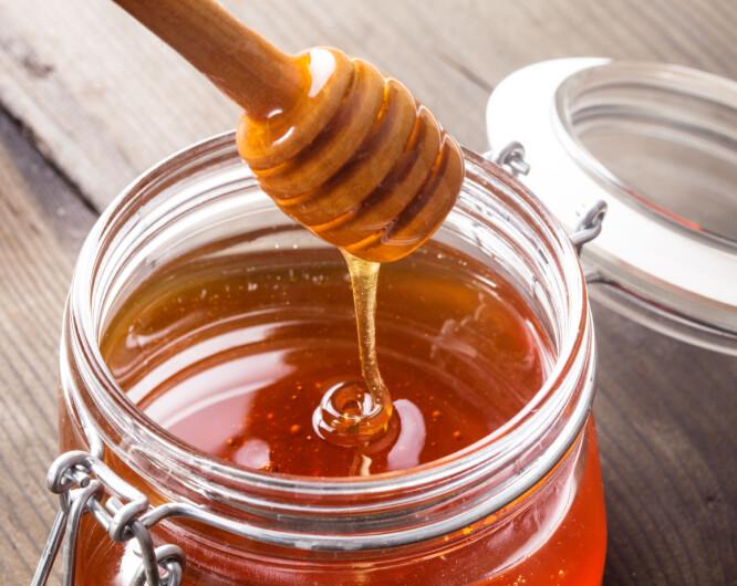<strong>ER HONNING SUNNERE ENN SUKKER?:</strong> -Nja. Hvis du ser i matvaretabellen, ser du at honning inneholder 317 kilokalorier per 100 gram, mens sukker inneholder 400 kilokalorier per 100 gram. FOTO: NTB Scanpix