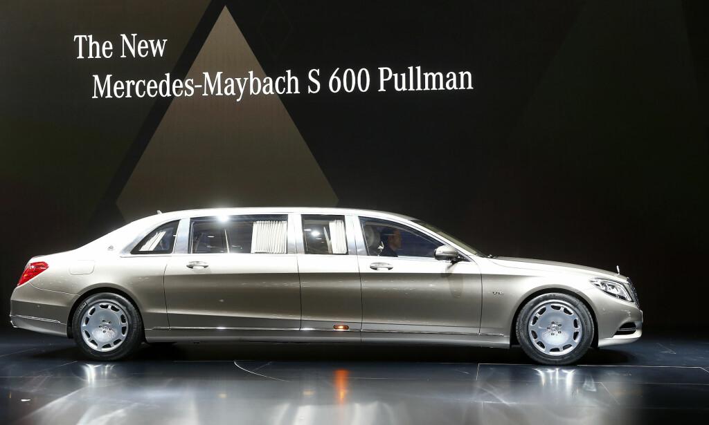 I PRODUKSJON: Mercedes-Maybach S 600 Pullman er Mercedes' absolutte flaggskip som kan kjøpes for penger i dag. Foto: REUTERS/Arnd Wiegmann