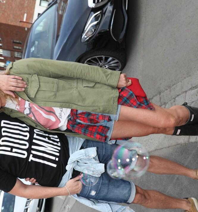 <strong>FORELSKET:</strong> Petter Pilgaard og Vendela Kirsebom sier at de har det strålende sammen etter omtrent ett år som kjærester. Foto: Andreas Fadum/ Se og Hør