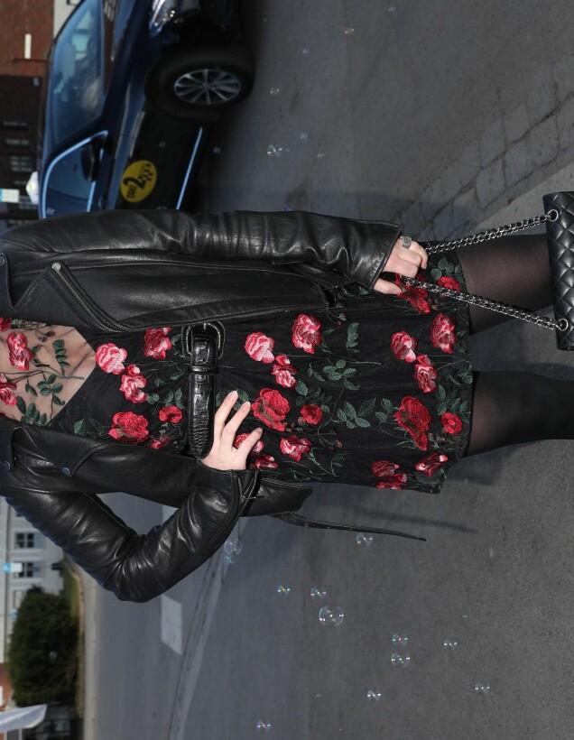 <strong>ASIATISK-INSPIRERT:</strong> Milliardær-arving Katharina Andresen i en lekker kjole fra bruktbutikk i London, stylet med en kul skinnjakke og Chanel-veske. Foto: Andreas Fadum/ Se og Hør