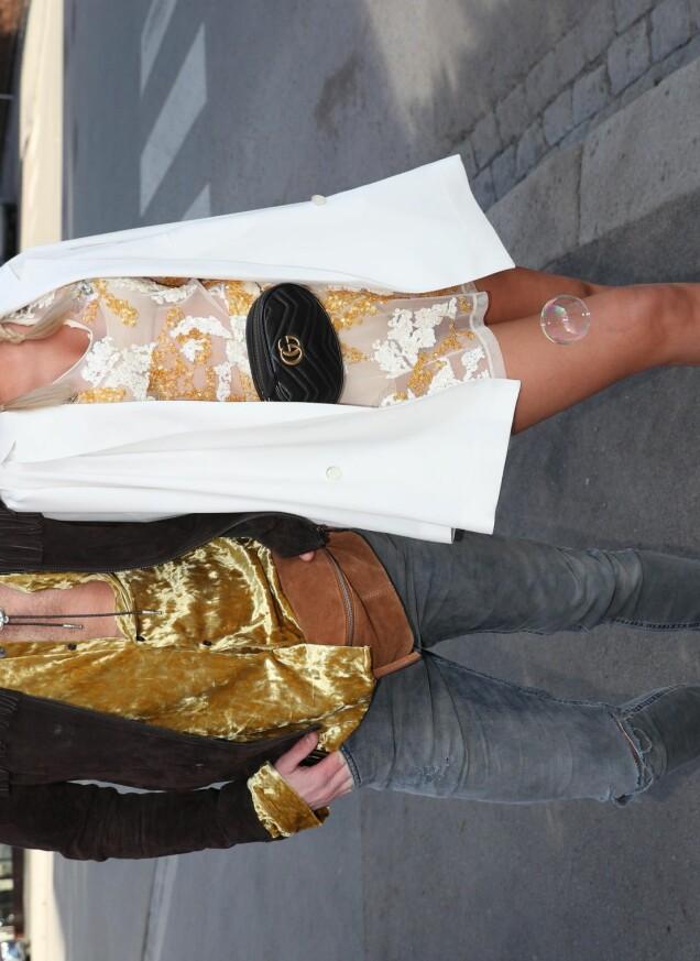 <strong>MATCHET:</strong> Bloggerne Espen Hilton og Lene Orvik hadde begge kledd seg i antrekk med gylne elementer. Foto: Andreas Fadum/ Se og Hør