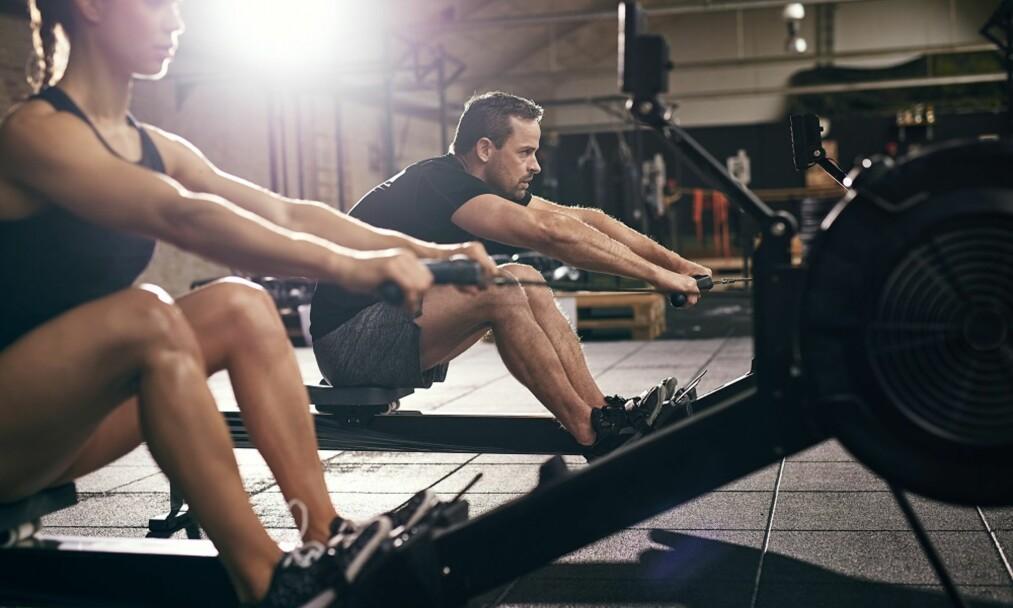 ROING: Roing er en fin øvelse å få med i treningsprogrammet, mener eksperter. FOTO: NTB Scanpix