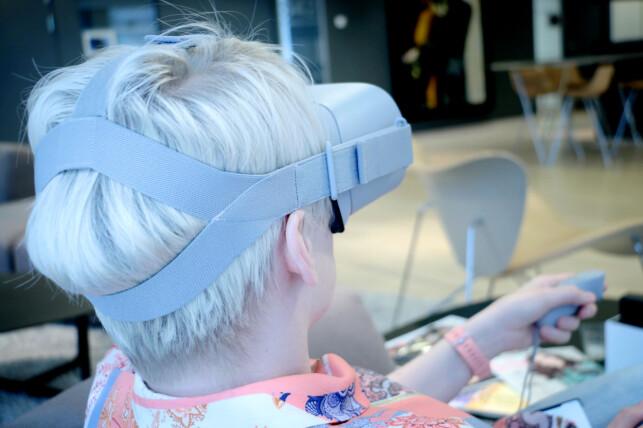 SITTER GODT: Oculus Go er relativt tunge, da de inneholder alt du trenger. Heldigvis har brillene gode remmer og myke materialer. Foto: Ole Petter Baugerød Stokke