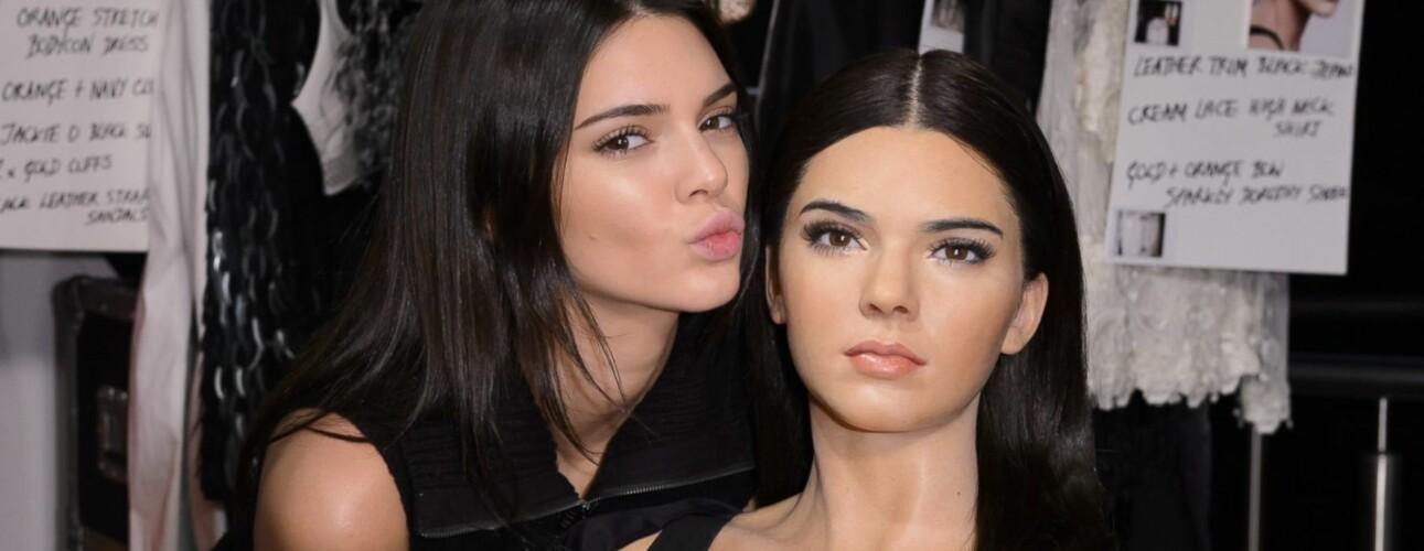VOKSFIGUR: Her poserer Kendall Jenner med sin Madam Tussauds-voksfigur. FOTO: Scanpix