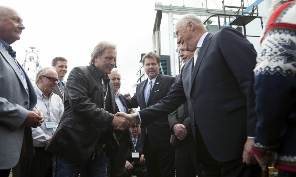 MØTTE KONGEN: Sig Hansen håndhilser på kong Harald i forbindelse med et møte i Seattle i 2015. Foto: NTB Scanpix