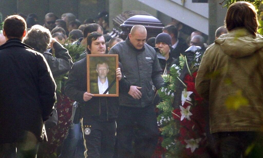 KULTUR: I Russland har organisert kriminalitet lang historie og omfattende kultur. Her fra begravelsen til mafialederen Vyacheslav Ivankov i Moskva i 2009. Foto: NTB SCANPIX