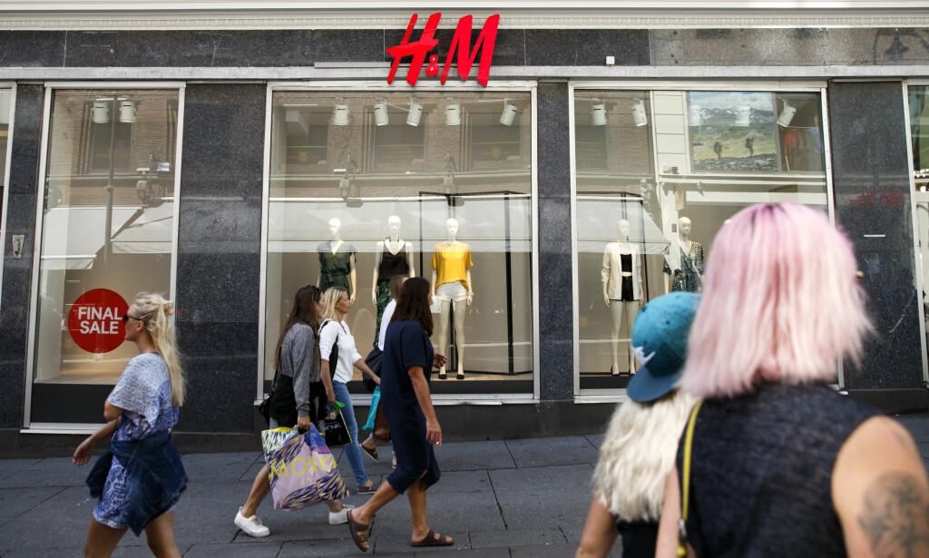 DROPPER MOHAIR: Den svenske kleskjeden Hennes & Mauritz dropper mohair i sine produkter fra 2020. Foto: Berit Roald / NTB scanpix