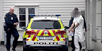 image: Politijakt etter at mann dukket opp med tapetkniv i ryggen. Her blir siktet tatt