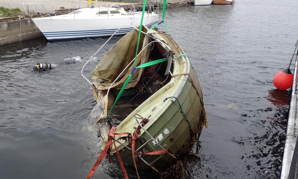BÅTVRAK: Denne båten ble hevet under ryddedagen i Haugesund. Foto: Tor Andre Johannessen