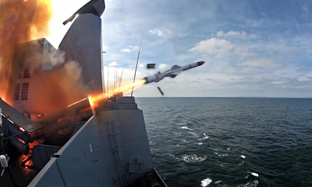 MISSIL: Pressebilde av et Exocet-missil som fyres av fra et skip. Missilet drives av norske rakettmotorer. Foto: MBDA