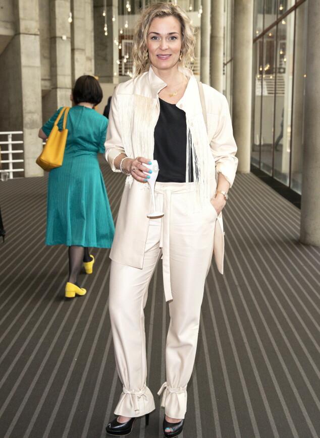 <strong>MOTERIKTIG:</strong> Skuespiller Line Verndal hadde på seg en kremfarget dress med for anledningen. Foto: Andreas Fadum
