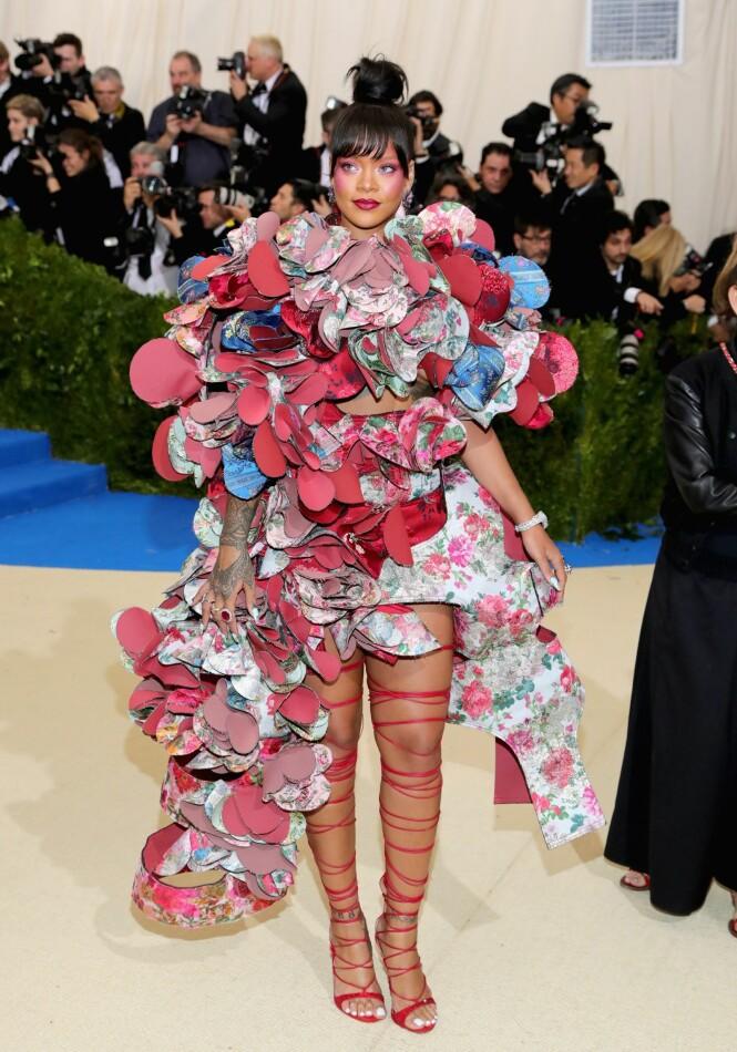 RIHANNA: Comme des Garçons står bak kreasjonen Rihanna hadde på seg under Met-gallaen i 2017. Foto: Scanpix