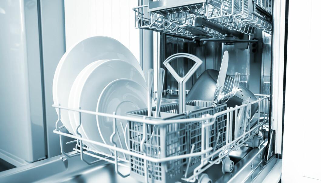 <strong>OPPVASKMØTE:</strong> De færreste av oss synes det er morsomt å vaske opp. Heldigvis finnes det maskiner som gjør både vaske- og tørkejobben.