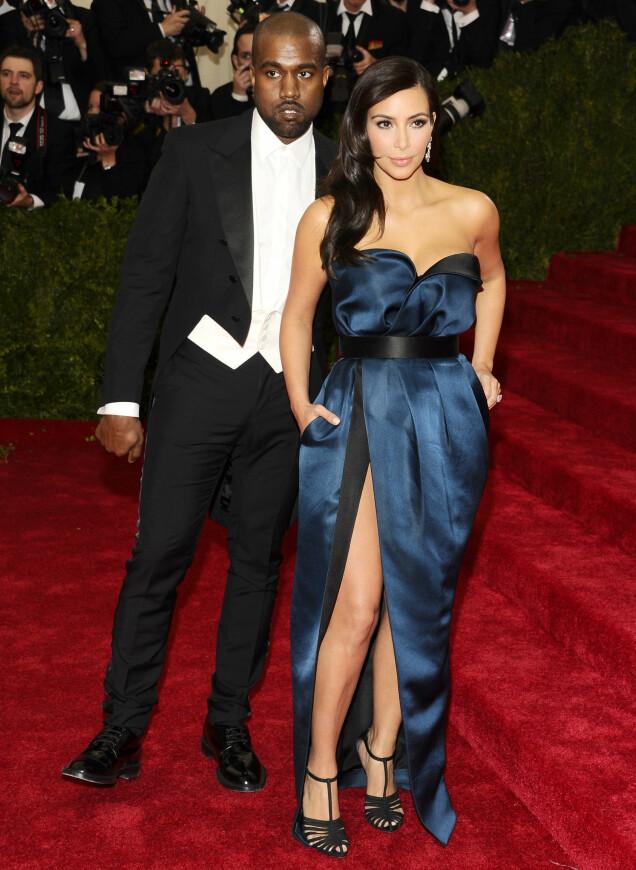 OG I 2014: Kanye West og Kim Kardashian på Met-gallaen i 2014. Også året før deltok paret på gallaen sammen, den gang Kim var høygravid med datteren North- Foto: AP/ NTB scanpix