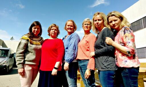 LIVLINJA: Støttegruppa til Farida og foreldrene er de som holder liv familien, som lever i skjul i Afghanistan. Lærer Kari Odden Haugen (n. 3 f.v) er nå i retten og vitner. Her med de andre fra støttegruppa: Fra venstre Merethe Engen Enerstvedt (leder), Britt Karin Rotmo (nestleder), Lise Engelien Kokkvoll (støttegruppa), Liv Marie Simensveen (familievenn) og Kathrine Fossen Rosenberg. Foto: Privat