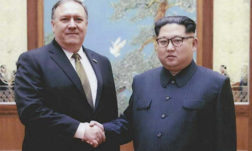HISTORISK MØTE: Utenriksminister Mike Pompeo og Nord-Koreas leder Kim Jong-un. Foto: NTB scanpix