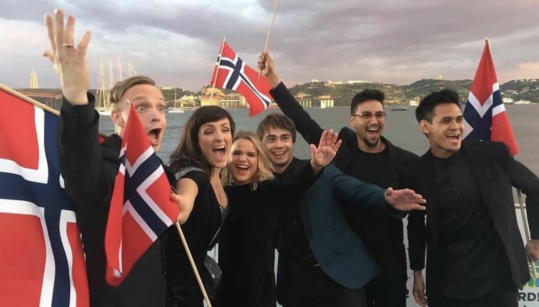 NORGES BIDRAG: Den norske gjengen på den blå løperen forrige helg. Foto: Privat