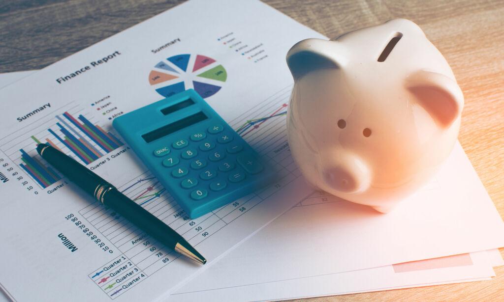 image: Betale ned gjeld eller spare i aksjefond? Slik får du mest ut av sparepengene dine